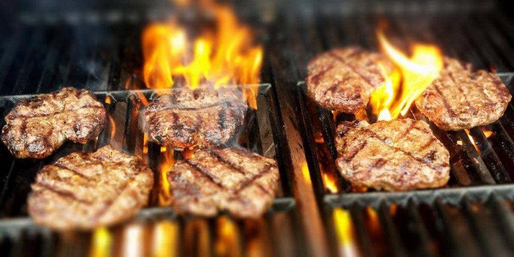 Preparati all'estate con un bel barbecue in muratura, vediamo requisiti e prezzi