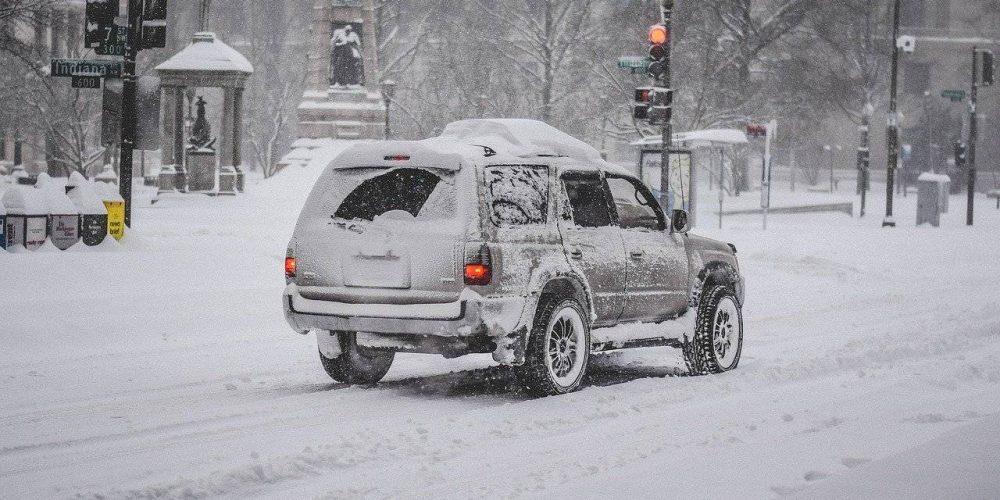 Vacanze sulla neve: come preparare l'auto per viaggiare in sicurezza