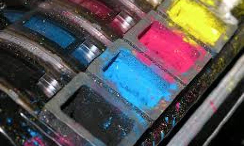 Come rimuovere etichette da bottiglie e barattoli